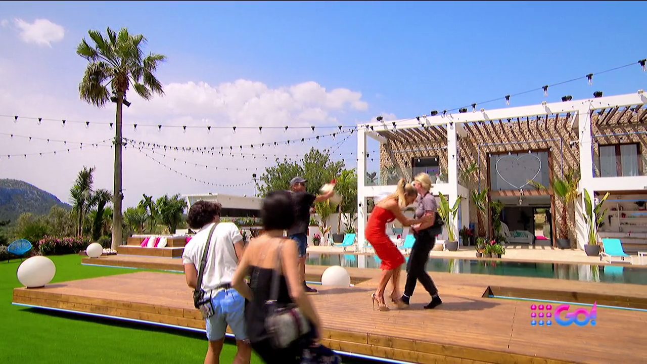 Sophie Monk attacked in Spain! A must watch until the end…