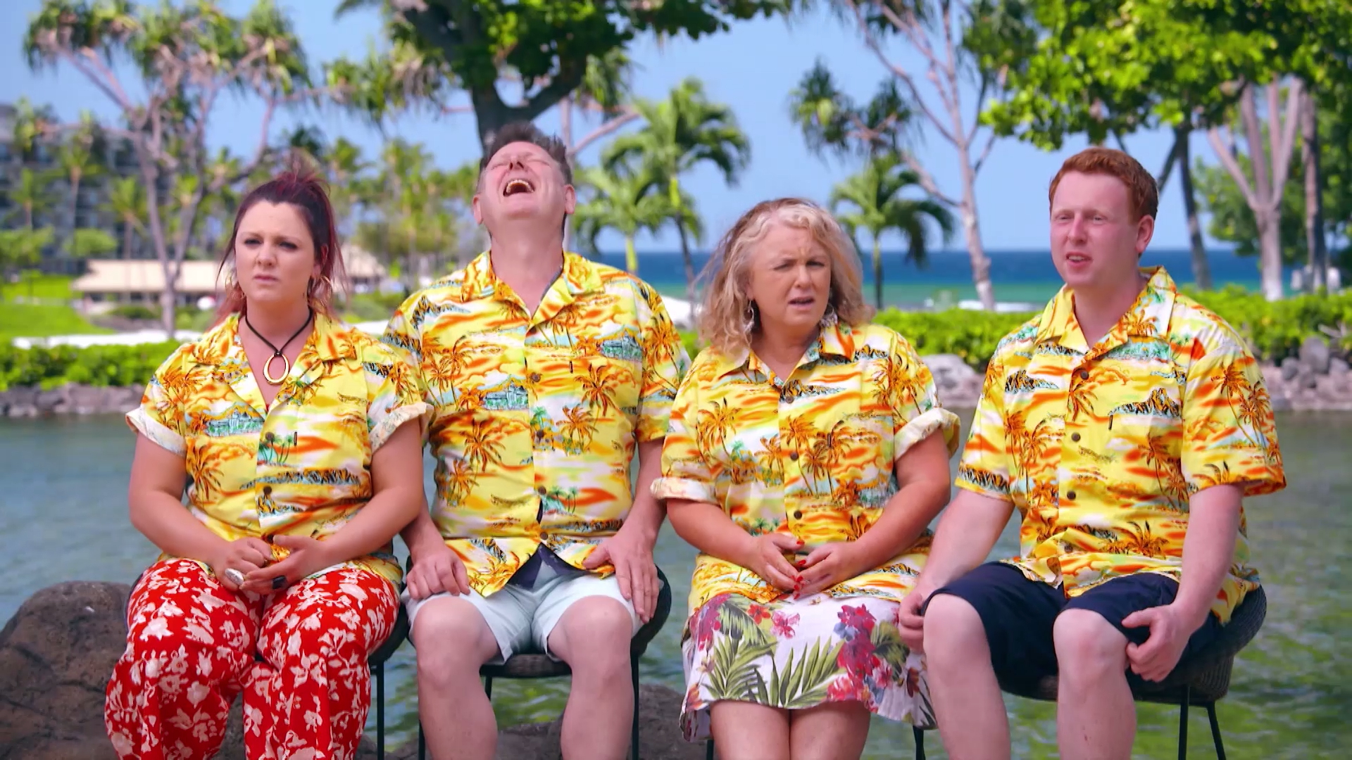 The Frens get their Hawaii on with matching shirts