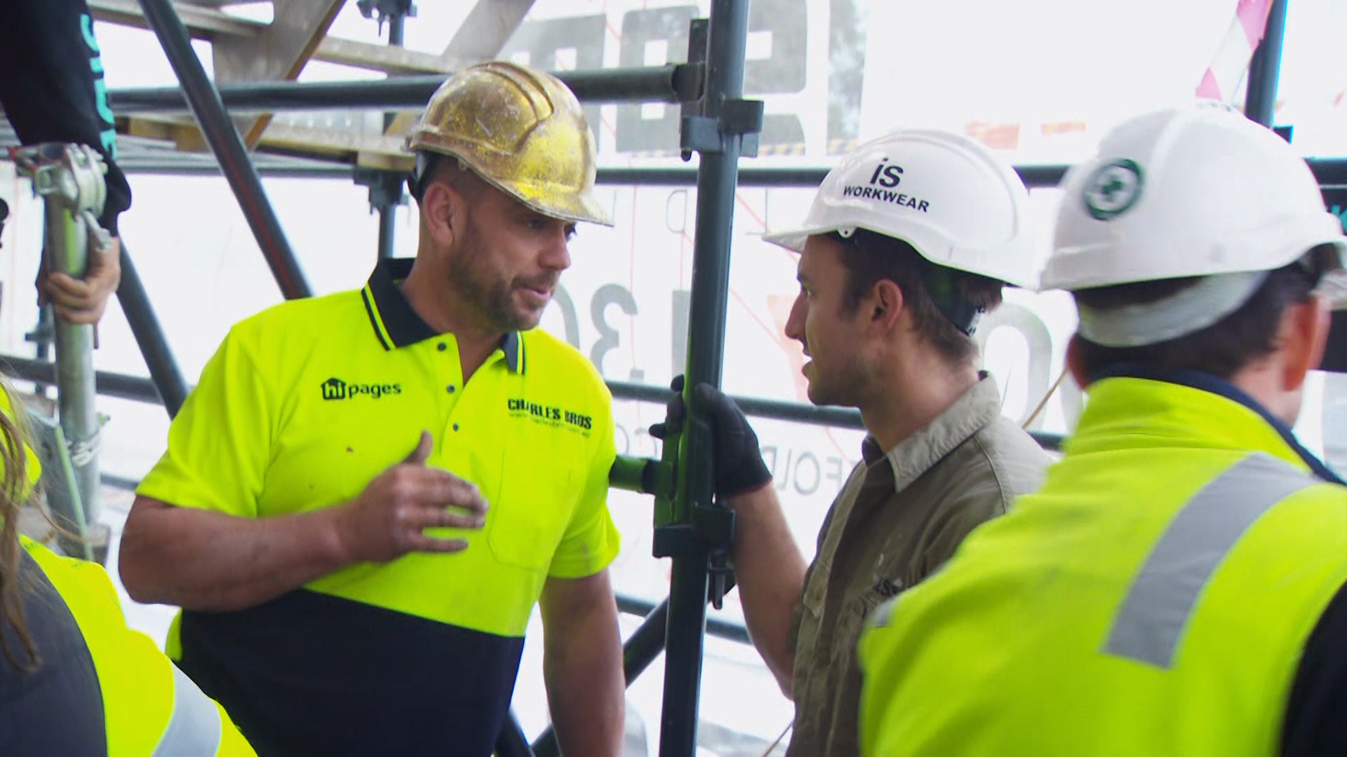 Jesse clashes with Mitch, Mark and their builder