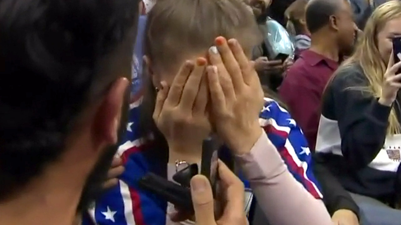 Aussie couple melt hearts after getting engaged at US basketball game