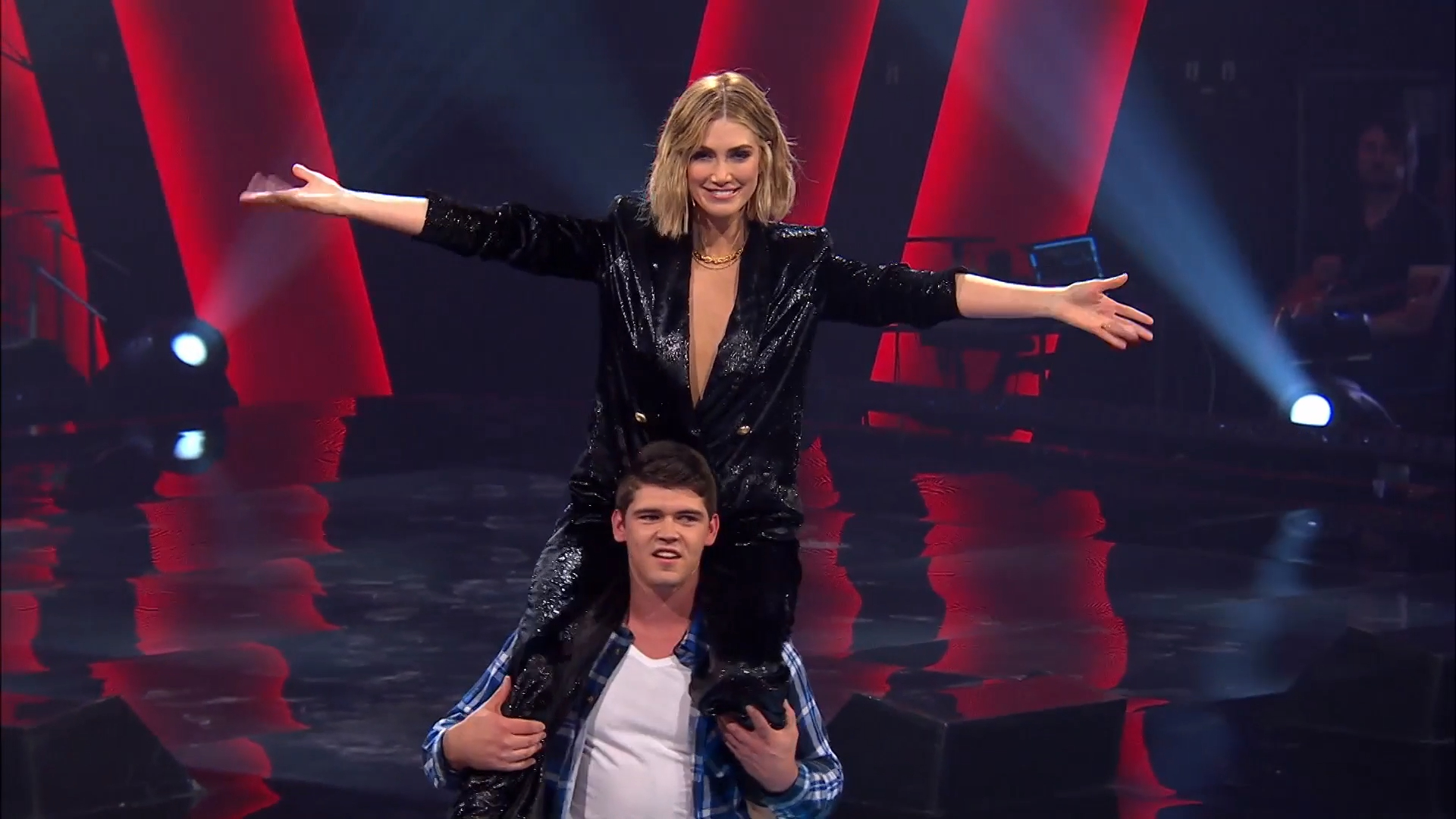 Voice Coach Delta Goodrem gets squatted by an artist at Blind Auditions
