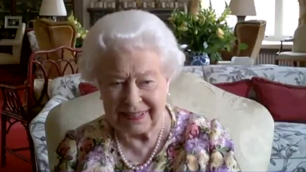 Queen wins hearts in first Zoom call