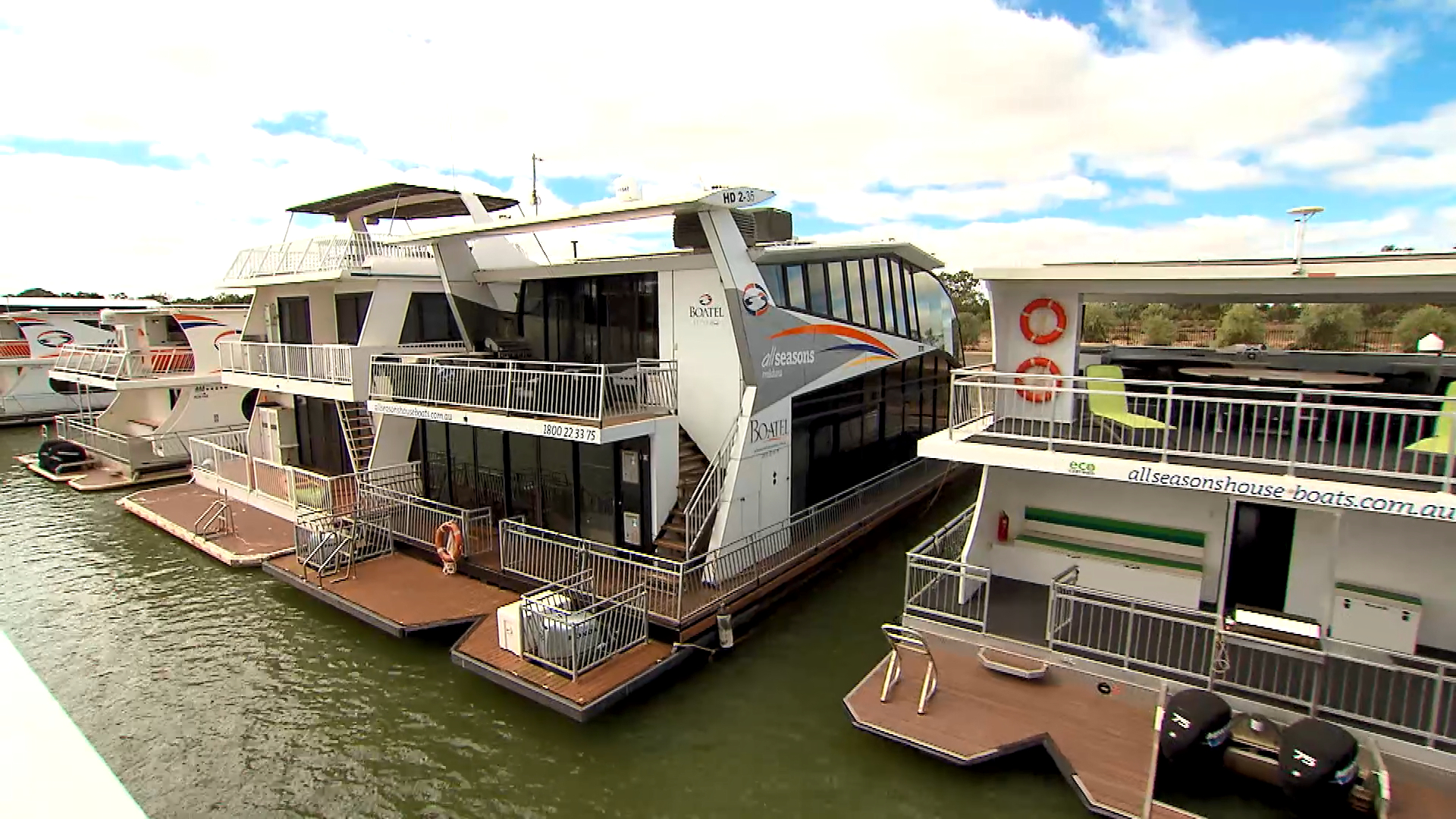 Shane enjoys a houseboat experience on the Murray River