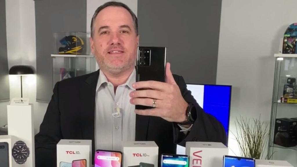 Smartphone war ramps up
