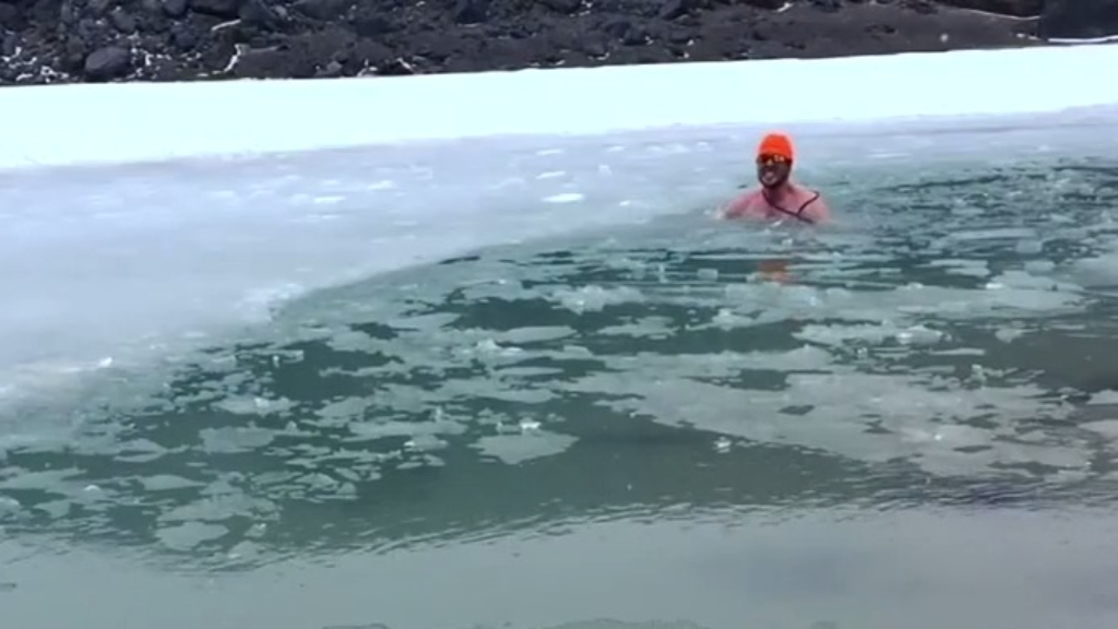 Aussie goes to freezing heights to break world record