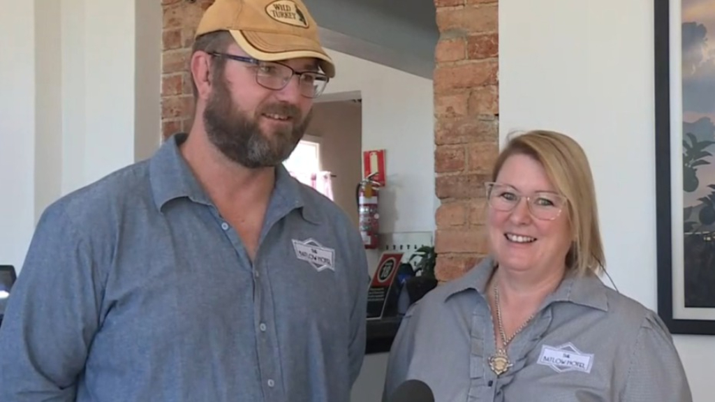 Pub owners recognised as bushfire heroes