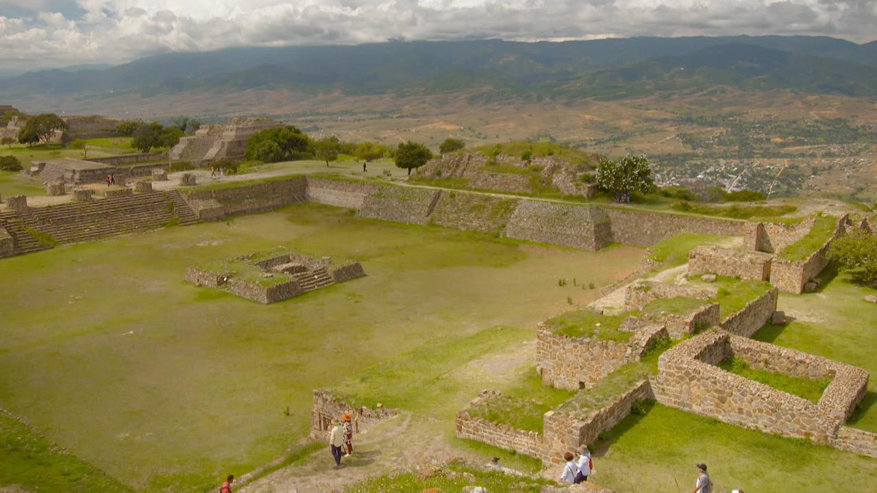 The Guides visit the ancient site of Monte Albán
