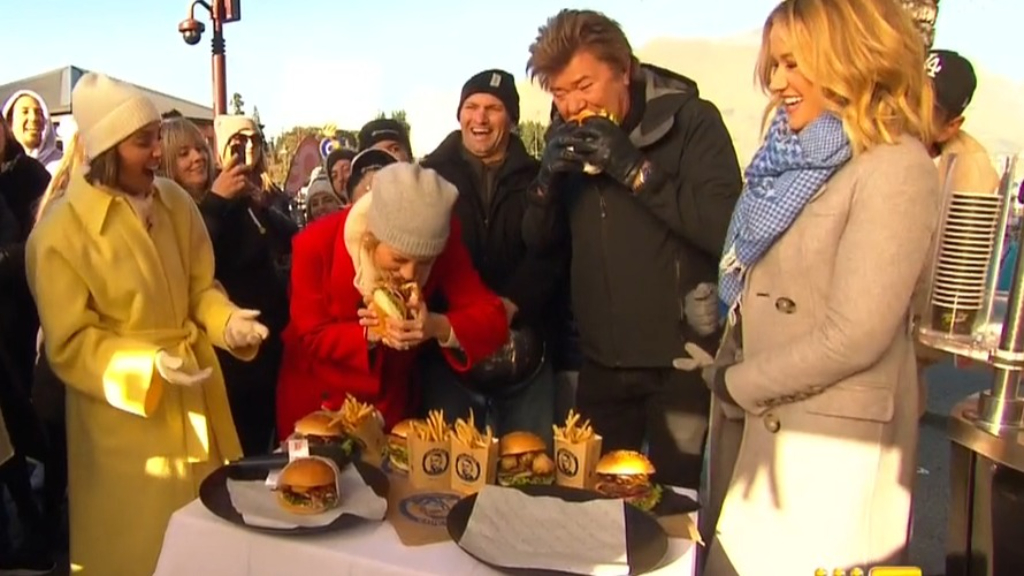 Ally and Dickie chow down on 'best burgers in world'
