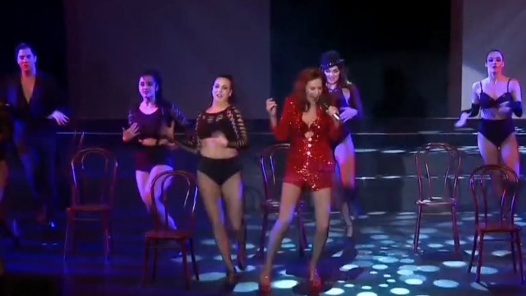 Stage star makes triumphant return to burlesque