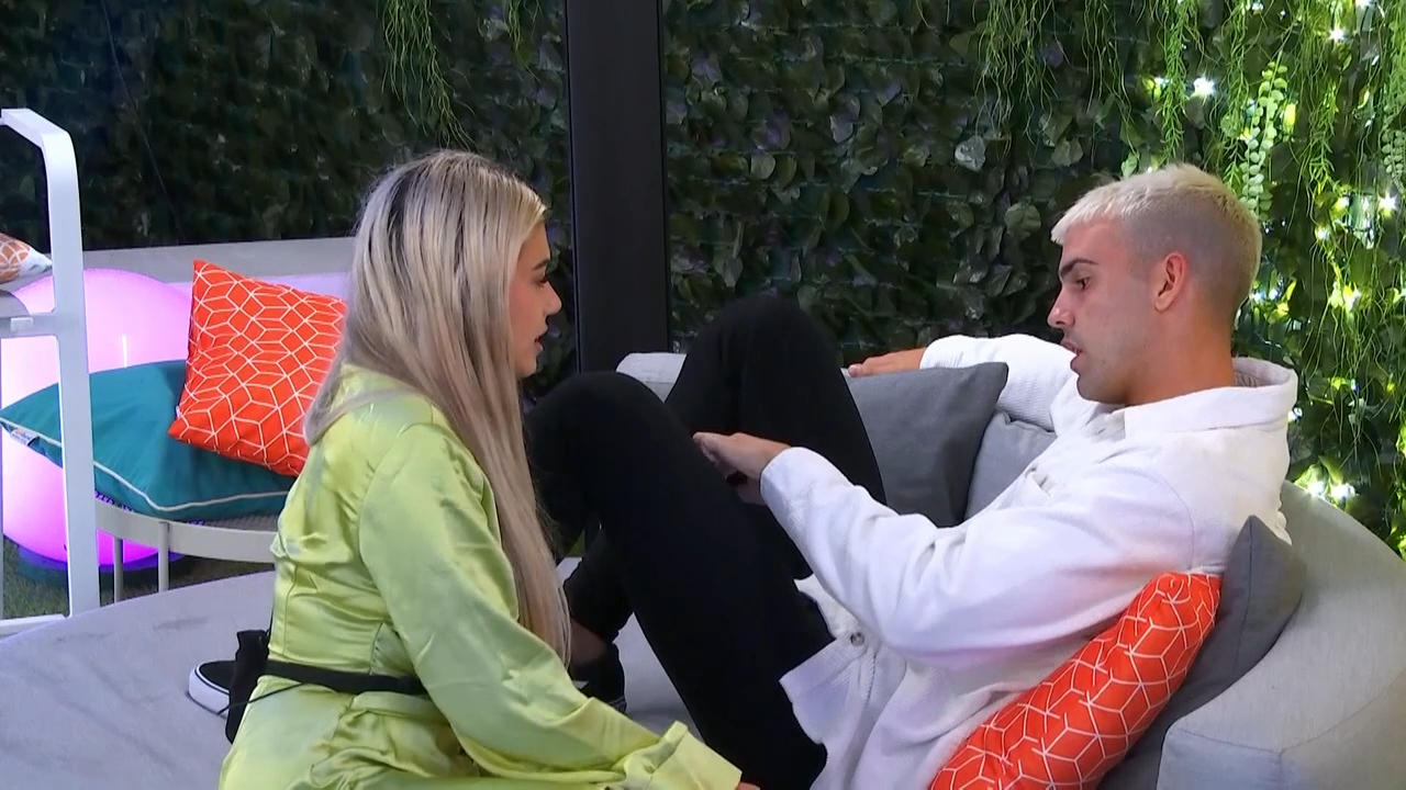 Jess tells Aaron that there's 'no spark' between them