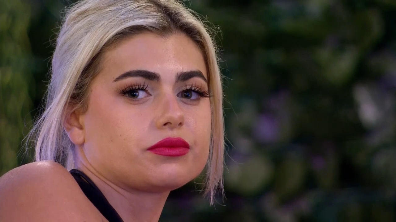 Jess reveals she still has feelings for Aaron after the Recoupling